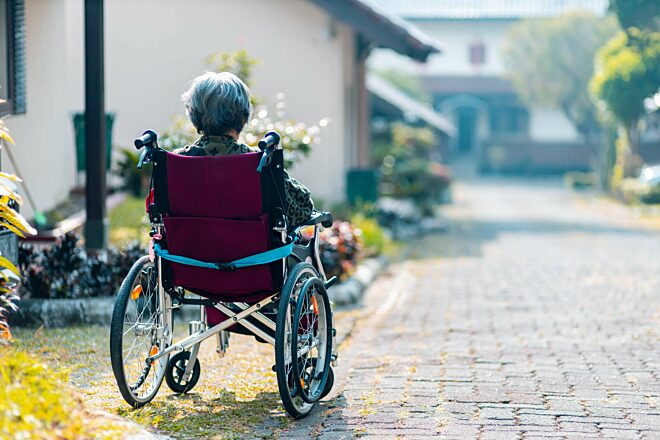 Vrouw rolstoel